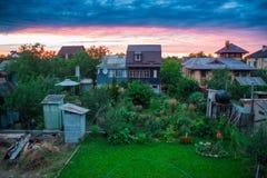 Cottages sur le fond de ciel Images libres de droits