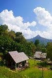 Cottages sur le hil Photos stock