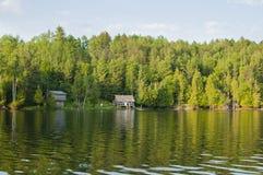 Cottages sur le lac ontario Images libres de droits