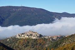 Cottanello y Monte Cosce, la Sabine, Rieti Imagenes de archivo