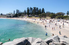 Cottesloe Beach Crowds: Sculptures by the Sea Stock Photo