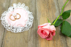 Cotton pink heart with wedding rings and rose Royalty Free Stock Photography