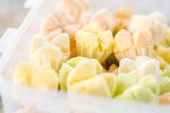 Cottonwool το κέικ στο ξύλινο, ταϊλανδικό επιδόρπιο, Ταϊλανδός έβρασε στον ατμό cupcake Στοκ φωτογραφίες με δικαίωμα ελεύθερης χρήσης