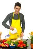 Cottura allegra dell'uomo del cuoco unico Fotografie Stock