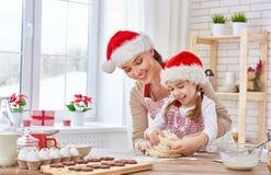 Cottura dei biscotti di Natale Fotografia Stock Libera da Diritti
