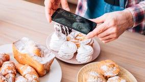 Cottura dei prodotti della panificazione dolci delle pasticcerie dei dolci del blog fotografia stock libera da diritti