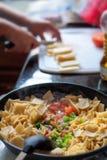 Cottura del Chilaquiles Fotografia Stock Libera da Diritti