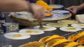 Cottura del dessert tailandese autentico tradizionale video d archivio
