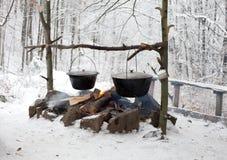 Cottura del fuoco di accampamento Fotografia Stock Libera da Diritti