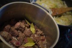 Cottura del goulash Fotografie Stock Libere da Diritti