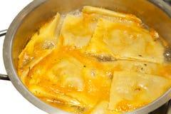 Cottura del grandi italiano saporito dei ravioli, proces graduali Immagine Stock Libera da Diritti