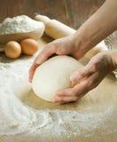 Cottura del pane. Pasta Immagini Stock Libere da Diritti
