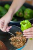 Cottura del pepe farcito Fotografia Stock