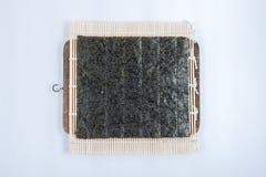 Cottura dell'alga dei sushi Immagini Stock