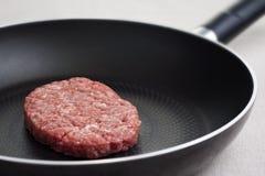 Cottura dell'hamburger squisito fotografia stock libera da diritti