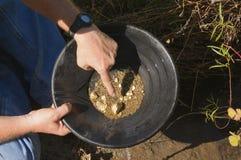 Cottura dell'oro, indicante una pepita Immagine Stock