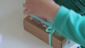 Cottura della caramella gommosa e molle casalinga, la sua elaborazione ed imballare archivi video