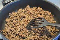 Cottura della carne tritata Fotografia Stock