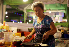 Cottura della donna della Tailandia Fotografie Stock Libere da Diritti