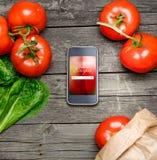 Cottura delle ricette sullo Smart Phone fotografia stock libera da diritti