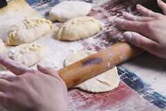 Cottura delle torte casalinghe Immagini Stock Libere da Diritti