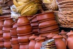 cottura i vasi e delle pentole nel mercato, l'India Fotografia Stock