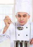 Cottura maschio del cuoco unico immagini stock
