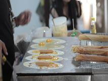 Cottura tailandese del pancake video d archivio