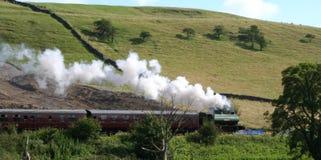 Cottura a vapore che attraversa il paese. Immagine Stock