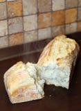 Cottura a vapore del pane a casa fatto Immagini Stock