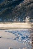 Cottura a vapore del sole di inverno del lago congelato acqua Fotografia Stock