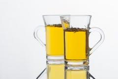 Cottura a vapore del tè verde fresco caldo dalle foglie 1 del tè Immagini Stock