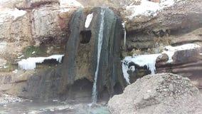 Cottura a vapore della cascata calda nell'inverno stock footage