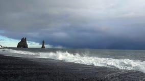 Cottura a vapore della sorgente di acqua calda in Islanda stock footage