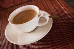 Cottura a vapore della tazza calda di caffè nero Fotografia Stock Libera da Diritti