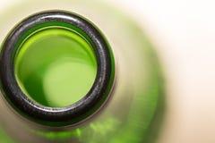 Cou vert de bouteille en verre fin Photos libres de droits