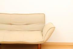 Couch im Wohnzimmer Stockfotos