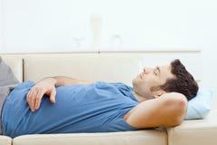 couch man sleeping Στοκ Φωτογραφία