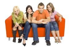 Couch voll der Freunde Lizenzfreie Stockfotografie