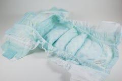 Couche-culotte de bébé sur un fond blanc photo stock