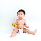 Couche-culotte de port de bébé asiatique photos stock