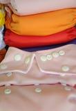 Couche-culotte rose de tissu dans la fin  Photo libre de droits