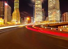 Couche de surface vide avec des bâtiments de ville de lujiazui de Changhaï Photographie stock