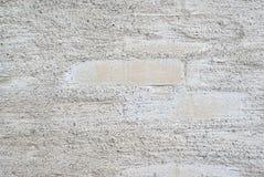 Couche rugueuse blanche ou grise avec des briques Photo stock