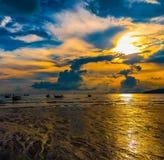 Coucher du soleil à ao Nang, Thaïlande Images libres de droits
