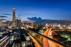 Coucher du soleil à Bangkok avec la tour de Baiyok Photo libre de droits
