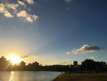Coucher du soleil à Brisbane images libres de droits