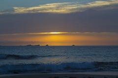 Coucher du soleil à Cala Conta, Ibiza Photographie stock libre de droits