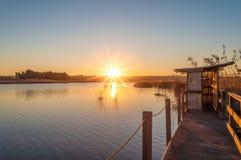 Coucher du soleil à l'étang en Sardaigne Image stock