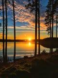 Coucher du soleil à l'eau de Kielder, parc du Northumberland, Angleterre Photos stock
